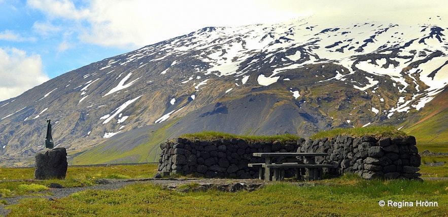Laugarbrekka and Snæfellsjökull glacier