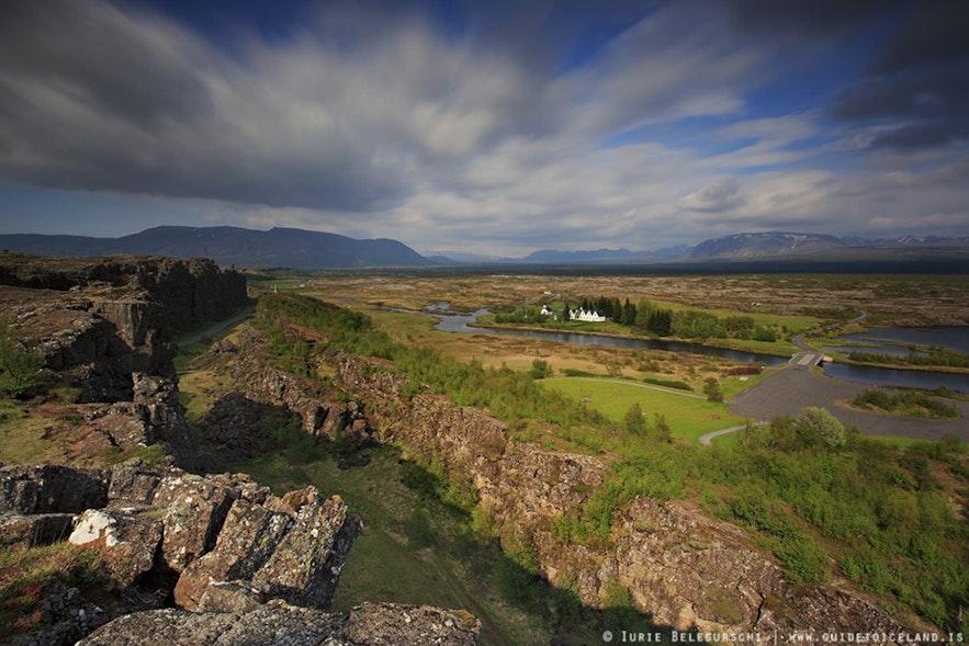 Almannagjá canyon in Þingvellir National Park can be busy at midday.