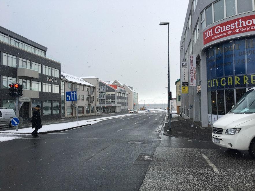 Snorrabraut connects Hlemmur and Laugavegur.