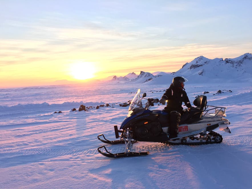 Snowmobiling on Langjökull glacier is a great detour on the Golden Circle.