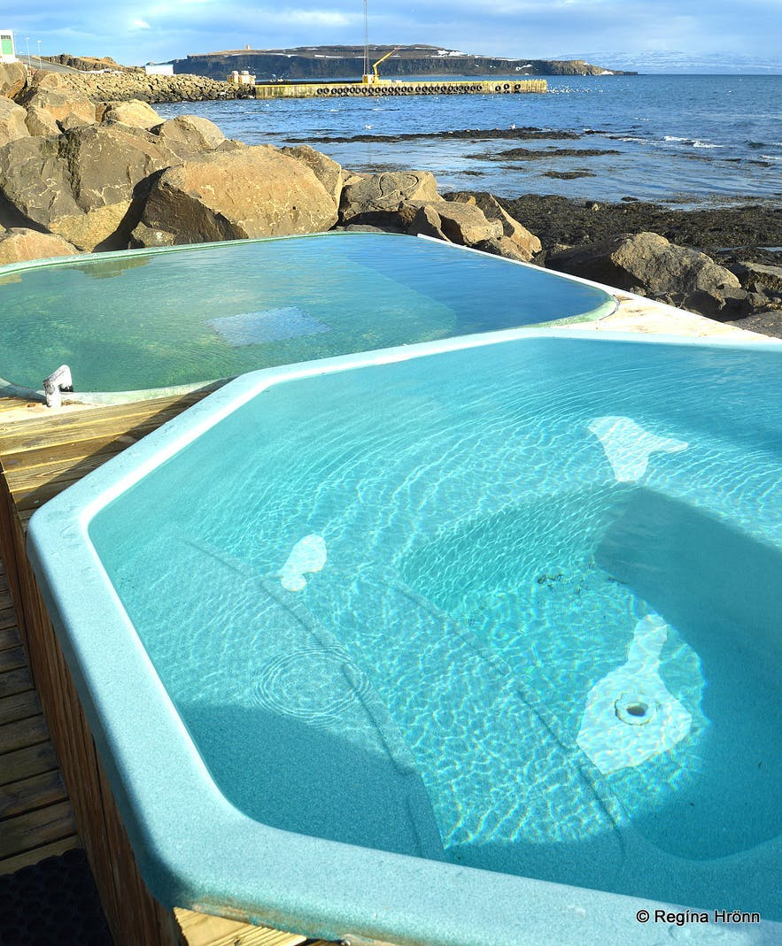 The hot tubs by the seaside at small town Drangsnes have no entry fee