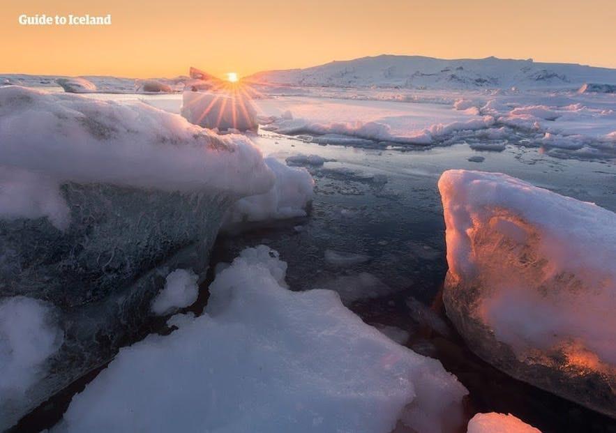 The sun rises the Jokulsarlon glacier lagoon.