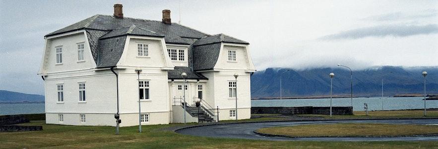 Hofdi House is a historical building in Reykjavik.