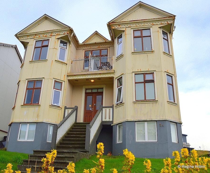 Guesthouse Hóll in Vestmannaeyjar South-Iceland