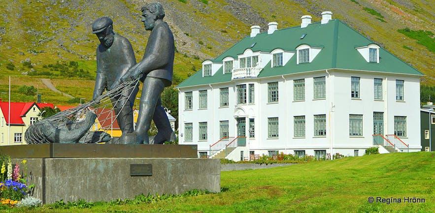 Memorial for drowned fishermen in Ísafjörður Westfjords