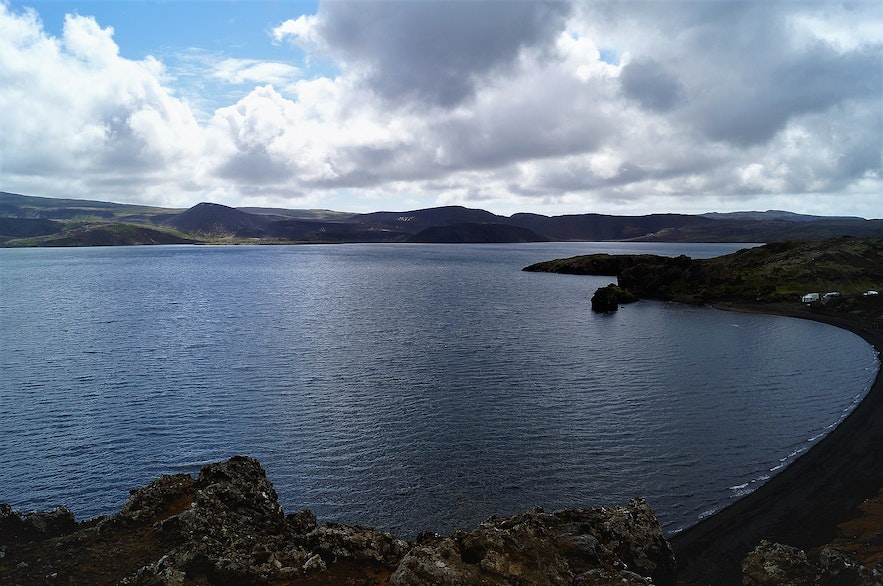 Kleifarvatn is a lake that featured in Black Mirror.