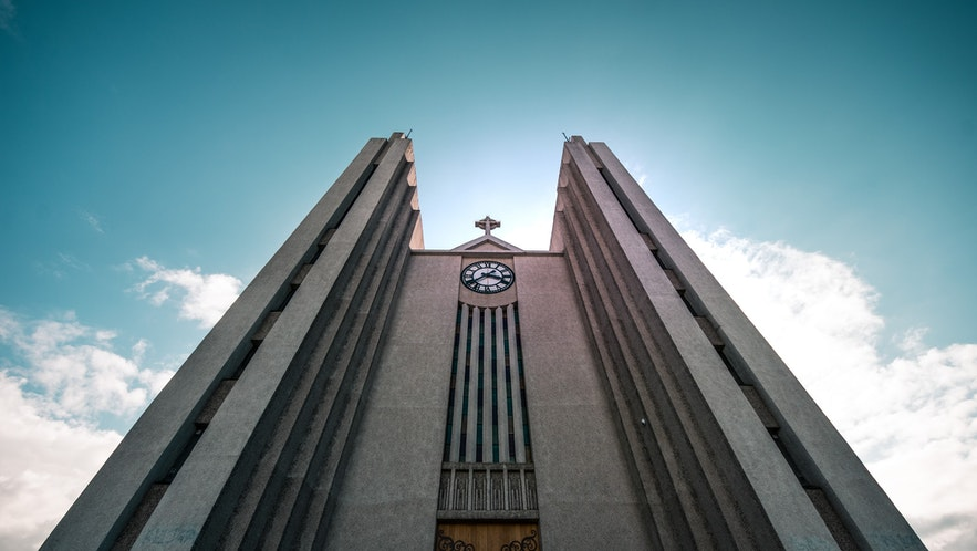 A photo of Akureyri's church from beneath.