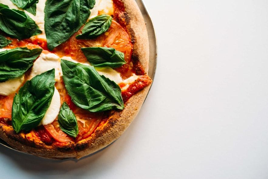 Many Icelandic restaurants have pizza on the menu.