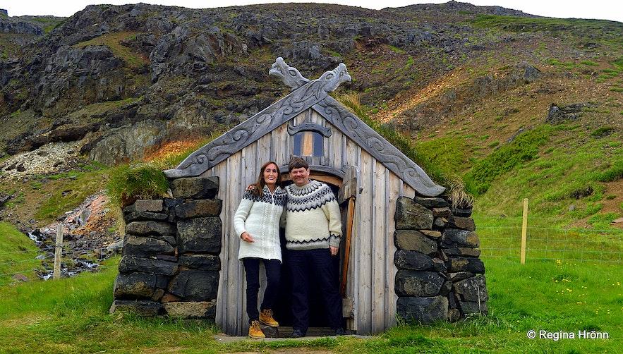 Regína at Guðrúnarlaug hot tub