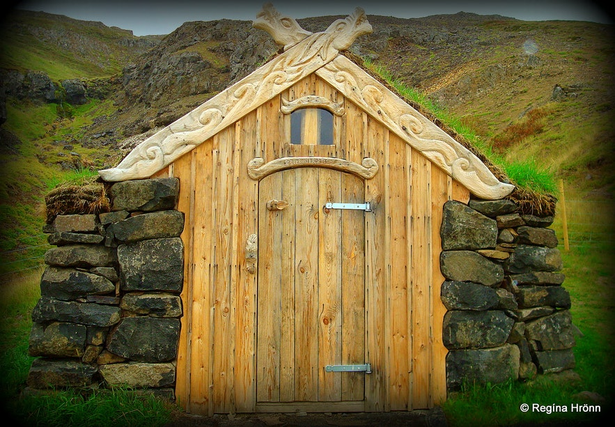 By Guðrúnarlaug hot tub