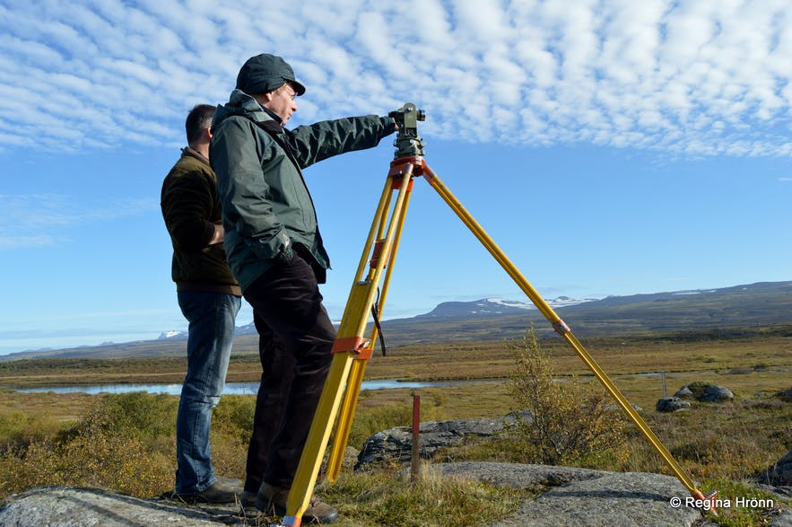 Regína's father-in-law measuring for a view-dial in East-Iceland