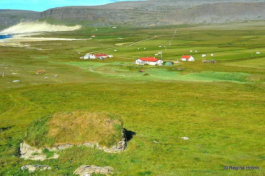 Kollsvík - the old turf outhouse and Láganúpur farm