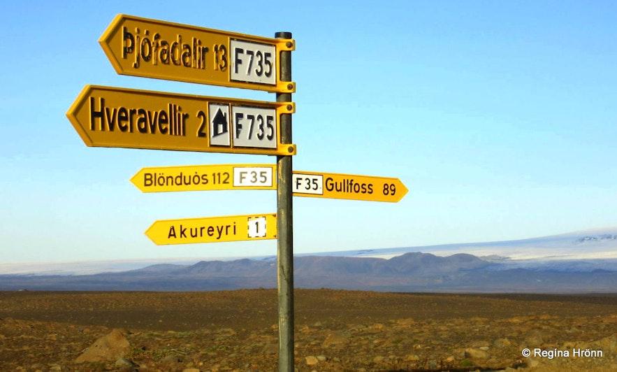 Kjölur road signs