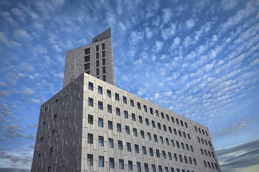 雷克雅未克福斯酒店(Fosshotel Reykjavík)拥有宏伟的外观和精美的内部装饰
