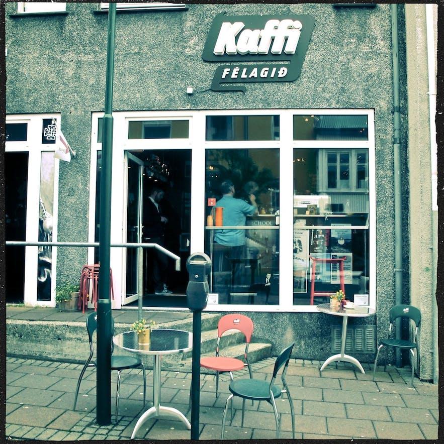 店面不大的Kaffifélagið咖啡馆