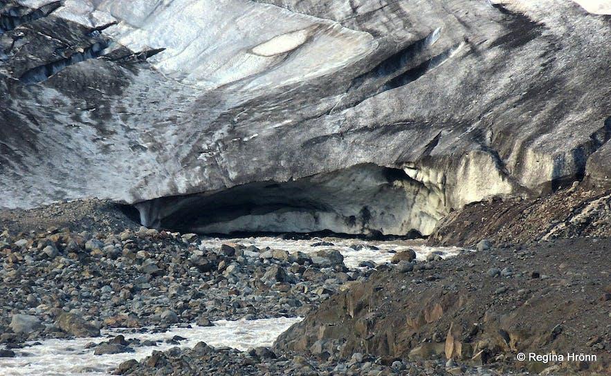 The origin of the glacial river Mórilla by Drangajökull glacier