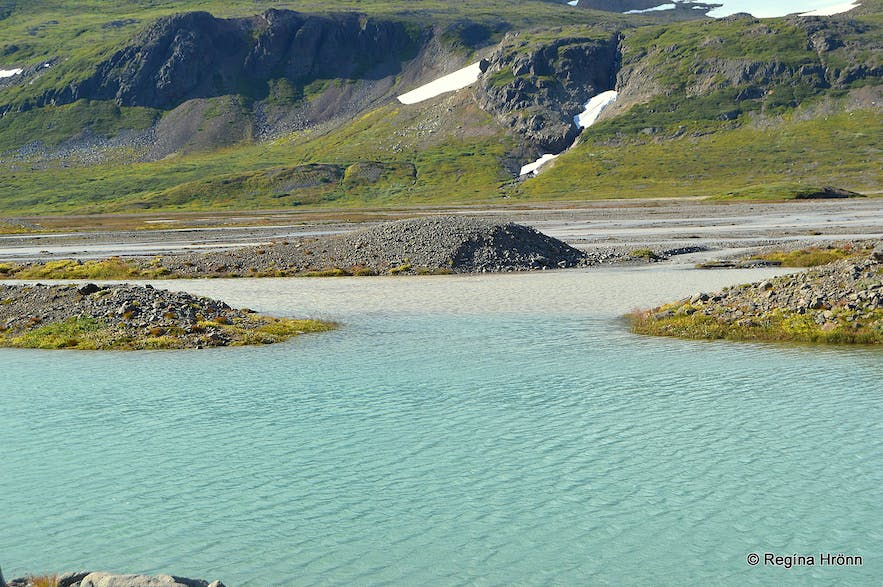 Freshwater meets glacial water in Mórilla river creating different shades of blue