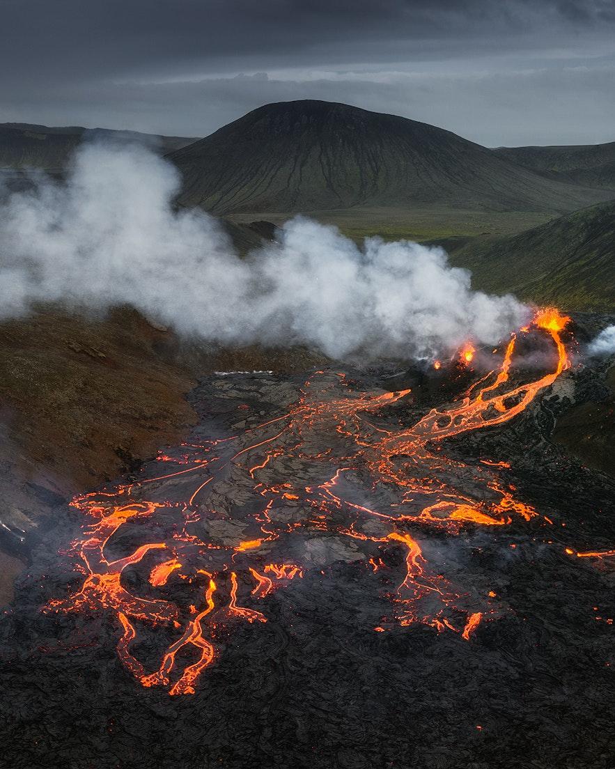 Geldingadalur山谷法格拉达尔火山的熔岩景观像极了《魔戒》中的魔多