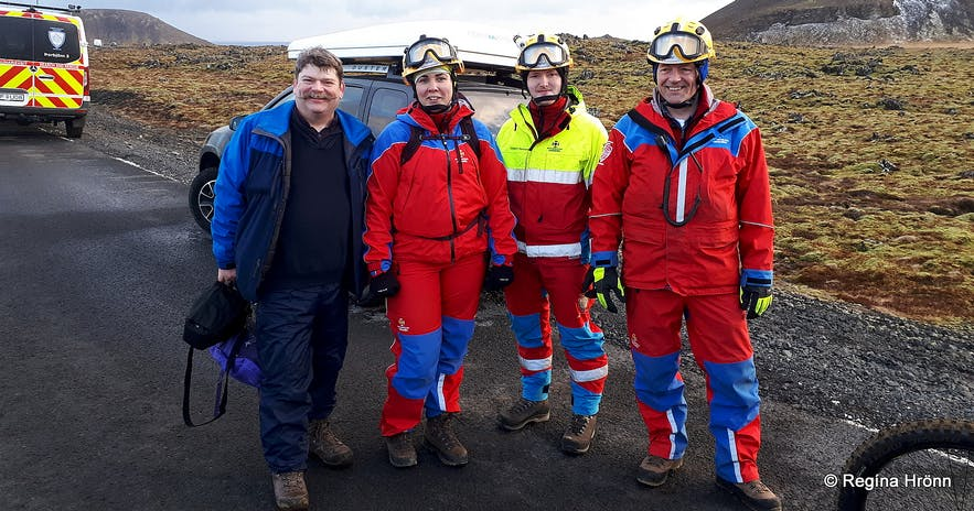 Regína's husband with the rescue team workers at the Geldingadalur eruption