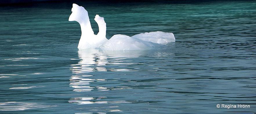 Jökulsárlón glacial lagoon ice formations