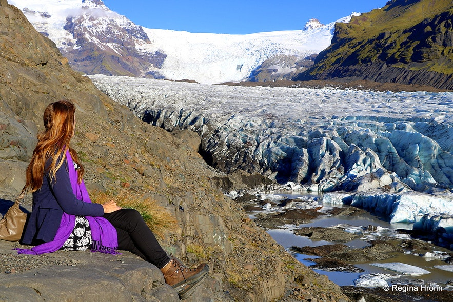 Regína by Svínafellsjökull glacier
