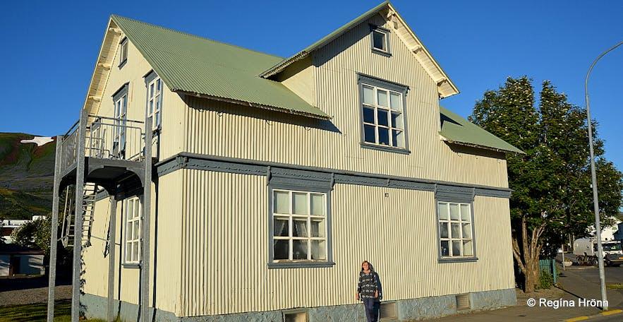 Regína in front of Bjarnahús house in Húsavík