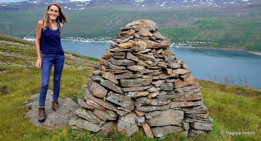 Regína by Völvuleiðið á Hólmahálsi East-Iceland burial mound