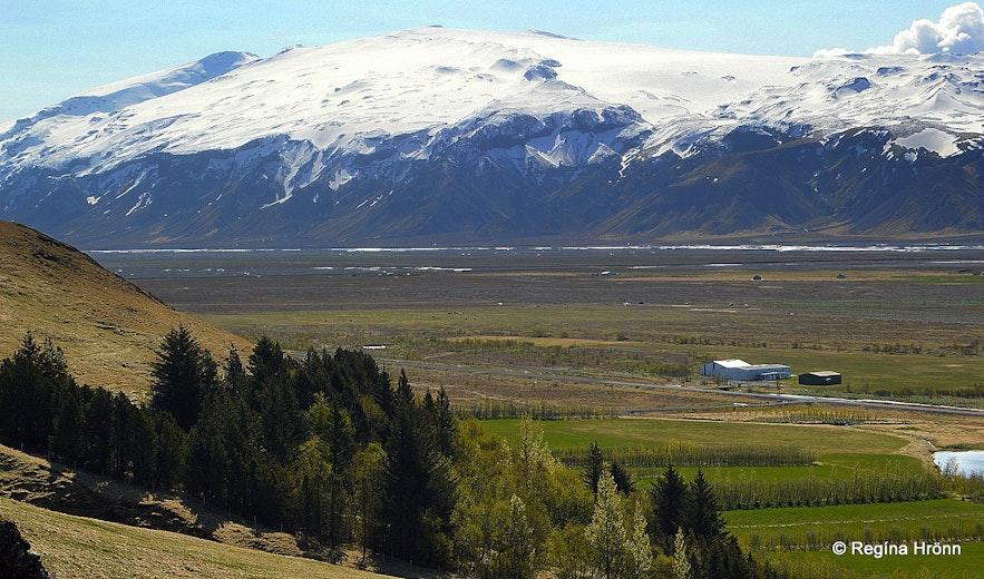 The view from Fljótshlíð of Eyjafjallajökull glacier