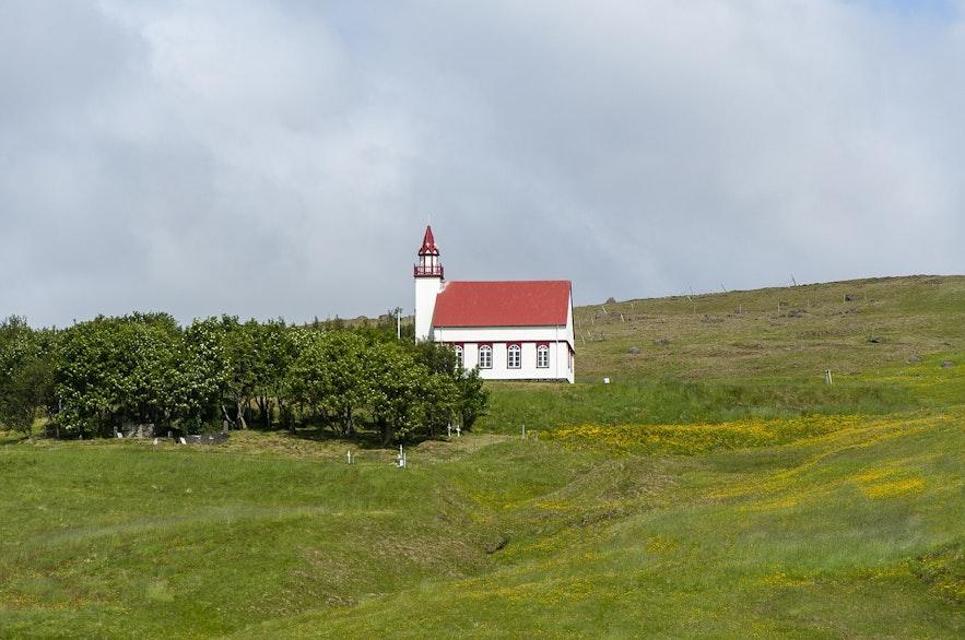 Hlíðarendakirkja is referenced in the Sagas.
