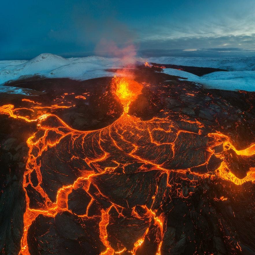 Lava glows at Fagradalsfjall.