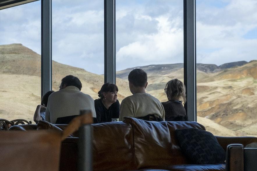 Das neue Cafe mit Blick auf die Berge