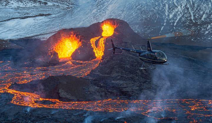1-stündiger Hubschrauberflug mit Landung zum Ausbruch des Vulkanausbruchs 2021 in Geldingadalur