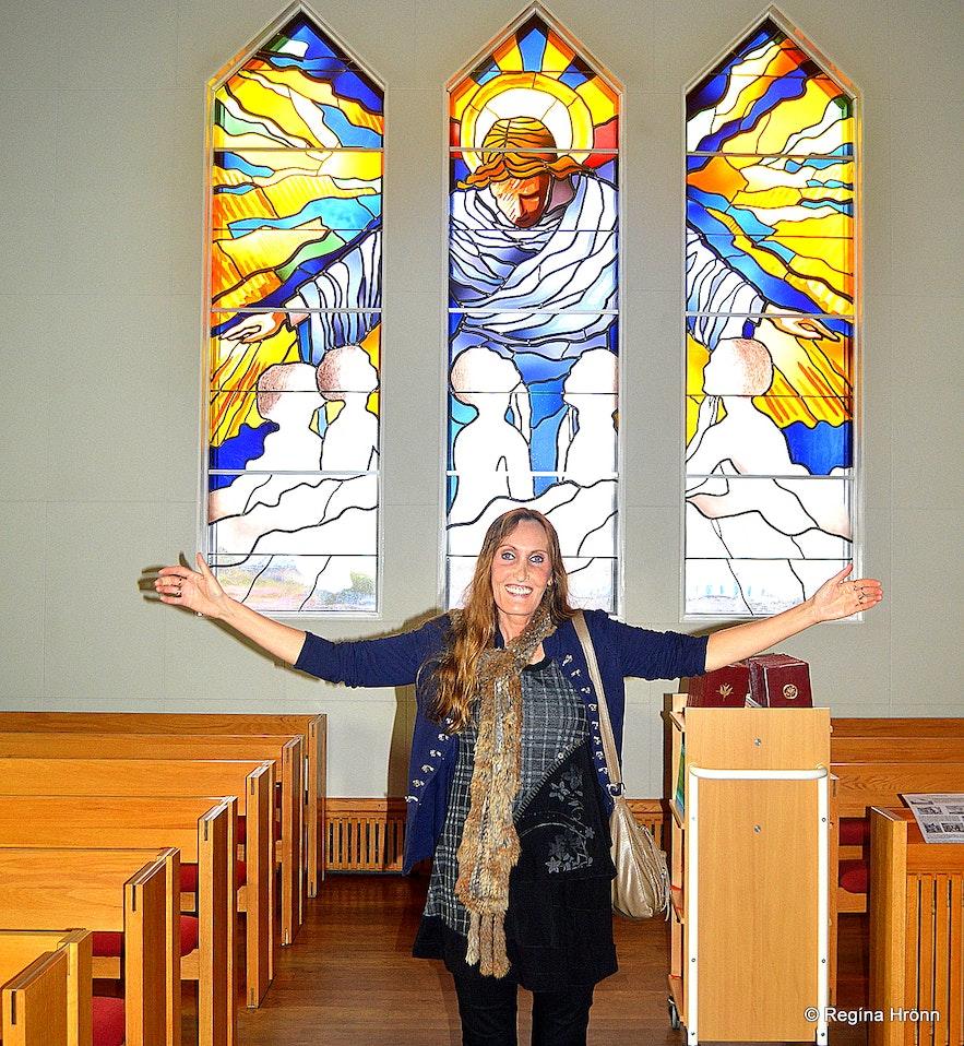 Regína inside Grundarfjarðarkirkja Snæfellsnes