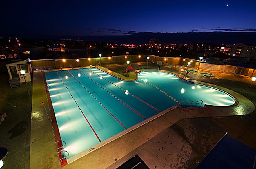 piscinas en islandia ayy que buenas guide to iceland